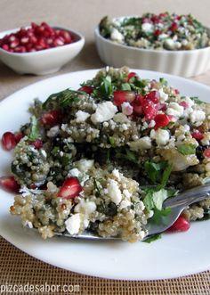Ensalada de quínoa con espinaca y feta | http://www.pizcadesabor.com/2013/01/07/ensalada-de-quinoa-con-espinaca-y-feta/