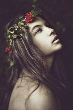 Portrait photography - Ethereal - Portrait - Crown of flowers