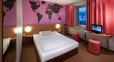 Zimmer mit französischem Bett im B&B Hotel Hannover-Garbsen