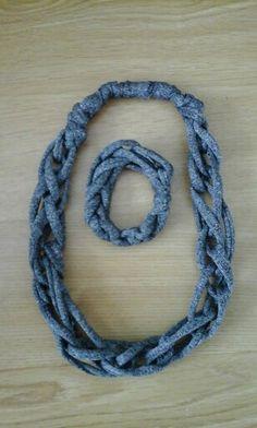 collar y pulsera cadena doble en color gris jaspeado
