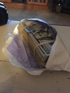 Money comes to me by the trillions in avalanches of wealth everyday in every way Make Money Online, How To Make Money, Money On My Mind, Mo Money, Cash Money, Money Stacks, Money Affirmations, Billionaire, Law Of Attraction