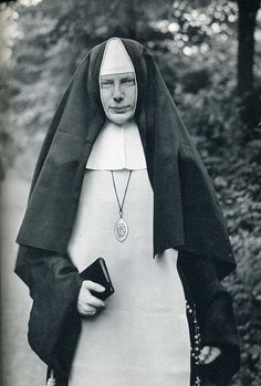 Nun - August Sander photography