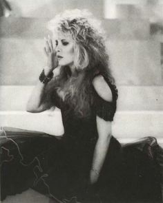 I have a slight obsession with Stevie Nicks, Fleetwood Mac and other beautiful people and things! Fleetwood Mac - & Stevie Nicks- & Dolly Parton - Best nights of my life! Stephanie Lynn, Gypsy Moon, Stevie Nicks Fleetwood Mac, Seven Wonders, Rockn Roll, Look Vintage, Female Singers, My Idol, Music Videos