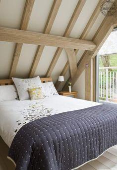Bedroom in roof of oak frame house in Cornwall, UK by Roderick James Architects Timber Roof, Timber Frame Homes, Border Oak, Oak Framed Buildings, Oak Frame House, England Houses, Self Build Houses, Home Bedroom, Bedrooms