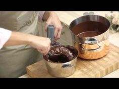 Temperering af chokolade - Videotip med Mette Blomsterberg Norwegian Food, Food Cakes, Creative Cakes, Christmas Treats, Chocolate Fondue, Cooking Tips, Cake Recipes, Cake Decorating, Sweets
