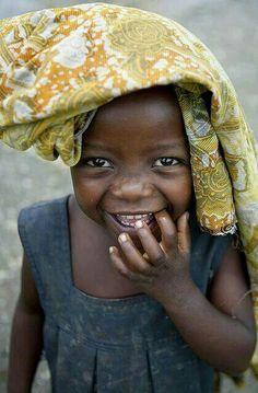 Gerçek güzellik yüzün biçimi ile değil, içten gelen yüzü aydınlatan bir tebessümle ilgilidir.