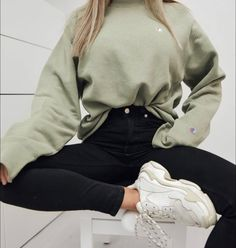 Teen Fashion Outfits, Mode Outfits, Girl Outfits, Jeans Fashion, Womens Fashion, Fashion Trends, Jean Outfits, Airport Outfits, Fashion Fashion