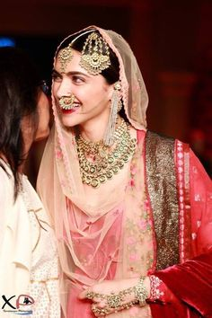 Wearing your bridal jewelry over and over is a great idea to make your moments together a little bit more special. Bridal Outfits, Bridal Dresses, Bridal Looks, Bridal Style, Bridle Dress, Bollywood Girls, Bollywood Style, Bollywood Actress, Deepika Padukone