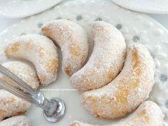 yetur'la lezzet kareleri.com: ay kurabiye (vişneli veya sade )