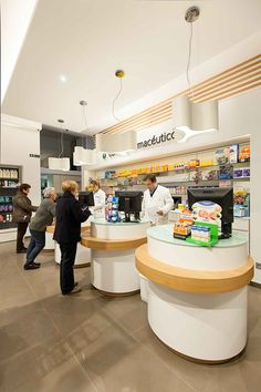 www.concep.es Diseño de Farmacias. Pharmacy design . Drug store design. Small Store Design, Retail Store Design, Retail Shop, Showroom Design, Shop Interior Design, Drug Design, Pharmacy Store, Reception Desk Design, Design Exterior
