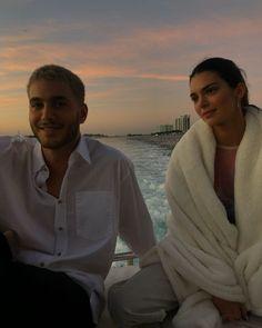 Beach Time from Bella Hadid and Kendall Jenner's Miami Girls' Trip Kim Kardashian, Kardashian Kollection, Robert Kardashian, Victoria Secrets, Bella Hadid, Kendalll Jenner, Estilo Jenner, Miami Girls, Khadra