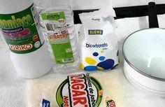 Este limpiador casero es muy eficaz y económico. Sirve para cualquier superficie, puedes usarlo para limpiar cristales, baños, suelos, azulejos, madera, electrodomesticas y hasta que lavar ropa. Necesitas: + 1 botella de plástico vacía, + 1 vaso de amoniaco perfumado, + 1 vaso de vinag
