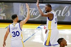 Durant y Curry se reivindican ante James e Irving con el primer triunfo