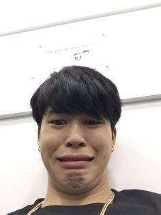 Image de kpop, funny memes, and bts Bts Jimin, Bts Bangtan Boy, Jimin Funny Face, Bts Face, Bts Meme Faces, Park Ji Min, Yoonmin, Les Bts, Bts Twt