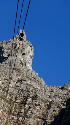 Table Mountain cable way in Capetown Most Beautiful Cities, Beautiful Places To Visit, Port Elizabeth, Table Mountain, African Safari, Shade Garden, Countries Of The World, Cape Town, Monument Valley