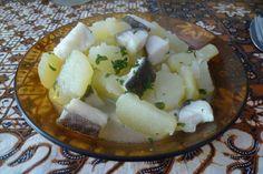 España. Patatas con bacalao. Uuummm....me encanta, además con la piel del pescado.