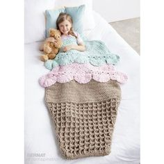 Crochet this cute double scoop ice cream snuggle sack blanket afghan for kids and adults from my free pattern roundup! (similar to the mermaid tale blanket craze) Crochet Home, Crochet For Kids, Crochet Crafts, Crochet Projects, Free Crochet, Knit Crochet, Crochet Afghans, Crochet Blanket Patterns, Baby Blanket Crochet