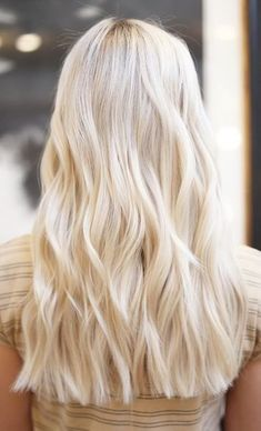 Pure Platinum Color - 20 Beautiful Winter Hair Color Ideas for Blondes - Photos Great for those who love extreme color looks, pure platinum blonde color is definitely not for the faint of heart. Butter Blonde Hair, Blonde Hair Looks, Brown Blonde Hair, Light Blonde Hair, Golden Blonde, Cream Blonde Hair, Blond Bob, Beach Blonde Hair, Blonde Braids