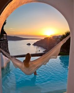 What a beautifully captured photo in Greece, Santorini. What a beautifully captured photo in Greece, Santorini. Vacation Places, Dream Vacations, Places To Travel, Places To See, Honeymoon Places, Honeymoon Ideas, Vacation Humor, Vacation Ideas, Honeymoon Trip