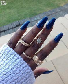 Wesentliche Make-up-Produkte dieses Winters - My Afro Dressing Table Dark Nails, Blue Nails, My Nails, Afro, Colors For Dark Skin, Dark Skin Nail Color, Gel Nagel Design, Girls Nails, Nagel Gel