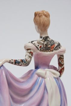 "mymodernmet: "" Scotland-based artist Jessica Harrison creates delicate, porcelain figurines covered in colorful tattoos in her imaginative series The Painted Ladies. Painted Ladies, Sailor Tattoos, Harrison Design, Doll Tattoo, Tattoo Art, Tattoo Time, Brides With Tattoos, Tattooed Brides, Art Sculpture"