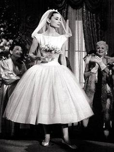 L'appartamento al piano di sotto...: Matrimoni vintage 3 - la divina Audrey Hepburn.