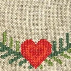 Guirlande med Røde Hjerter - Strik og broderi - garn, kits og ...