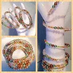 Špiralový náramok zo Swarovskeho perličiek, bicone kryštálikov, farfale a Toho koralok.