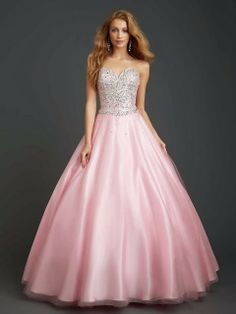 Atractivos Vestidos de 15 años tradicionales   Moda 2014