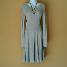 H&M Long-sleeved Sweater Dress IN GREAT GENTLY LOVED CONDITION! Long-sleeves with classic rounded neckline. Measurements are available upon request. Please use the offer button for all offers. Feel free to bundle for a 10% discount! Sorry loves, no trades. H&M Dresses Long Sleeve
