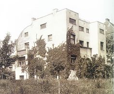Casa Steiner (1910) – Adolf Loos y el Comienzo de la Arquitectura Racionalista Ornament And Crime, Modernist Movement, Norwegian Wood, Bauhaus, Art And Architecture, Art Nouveau, Street View, Exterior, Outdoor