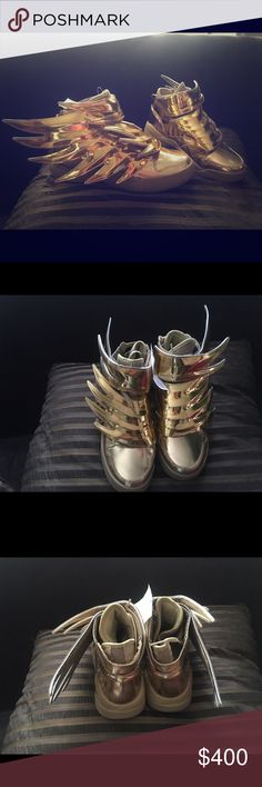 d31d0c62c055 Jeremy Scott Adidas gym shoes gold wings Gold Jeremy Scott Adidas wing sz 5  if you wear a size 7 you can fit them Jeremy Scott x Adidas Shoes Sneakers