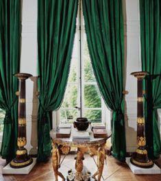 The Homes of Hubert de Givenchy in Paris & the South of France Emerald Green Curtains, Chateau De Malmaison, Decoration Baroque, Velvet Furniture, Living Room Green, Interior Decorating, Interior Design, Paris Apartments, Scandinavian Living