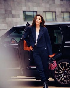Find images and videos about kdrama and Korean Drama on We Heart It - the app to get lost in what you love. Japan Fashion, Ootd Fashion, London Fashion, Fashion Trends, Jun Ji Hyun Fashion, Cute Korean Boys, Smart Girls, Kim Woo Bin, Work Looks