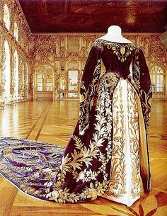 Xenia Alexandrovna's court robe by Olga N.One of the major features of Russian court dress was the extensive embroidery of the bodice, sleeves, skirt, and under-skirt. Vintage Gowns, Mode Vintage, Vintage Outfits, Vintage Fashion, Victorian Dresses, Vintage Hats, Victorian Fashion, Royal Clothing, Antique Clothing