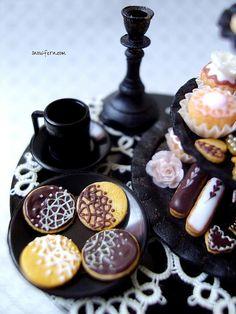 Beautiful lacey cookies, Snowfern