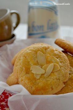 Pastas de almendra. Almond cookies.