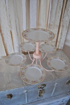 Vintage Stuff an old chandelier and a few plates for a special cake stand - 12 Perfectly Dreamy Afternoon Tea Party Ideas Vintage Tee, Vintage China, Vintage Plates, Vintage Stuff, Old Chandelier, Chandelier Cake Stand, Simple Chandelier, Bronze Chandelier, Iron Chandeliers