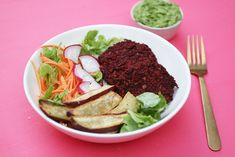 Smoky Beet Burger Bowls - These smoky beet bean burgers have a delicious earthy and smoky flavour. They're vegan gluten free and nut free. Beet Burger, Burger Buns, Burgers, Making Sweet Potato Fries, What Are Organic Foods, Create A Recipe, How To Cook Quinoa, What To Cook, Meals For The Week