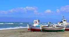 Barques sur la plage d'Almadraba, dans le parc naturel de Cabo de Gata, en Espagne