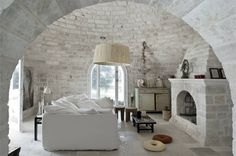 Located in Puglia, Italy. A 300 sqm castle with consistently beautiful and vibrant limestone floors and walls in the south. The summer house in Puglia is a pastiche of an Italian farmhouse. Home Interior, Interior And Exterior, Interior Decorating, Decorating Ideas, Brick Interior, Interior Livingroom, Interior Plants, Classic Interior, Decorating Websites
