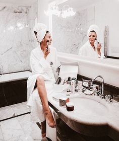 Are you so over your complicated skincare routine? Keeping your morning skincare routine proper and simple is the best way to get clear skin and start your morning right! Luxe Life, Fashion Photography Inspiration, Sit Back And Relax, Lazy Days, Skin Care, Photoshoot, Design, Mood, Bathroom