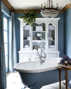 Blue bathroom with footed bathtub Interiores Art Deco, Diy Design, Interior Design, Design Ideas, Style Deco, Beautiful Bathrooms, Luxurious Bathrooms, Bathroom Inspiration, My Dream Home