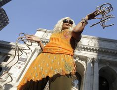 Woman with World's Longest Nails? Not very handy!