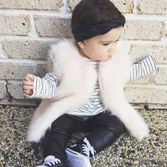 Colete de pele Fake fica lindo em Looks Infantil Boho ou Chic para o Outono Inverno mal_.stella