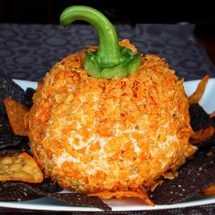 The Perfect Fall Cheese Ball @keyingredient #cheese #vegetables #cheddar