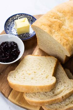 Learn how to make a delicious loaf of bread at home with just 7 simple ingredients. This foolproof recipe with a step by step tutorial will help you to make the best classic white bread that will be perfect for sandwiches and toast! Homemade Sandwich Bread, Sandwich Bread Recipes, Brunch Recipes, Dinner Recipes, Fall Recipes, Quick Bread, Bread Baking, Baking Recipes, Kitchen Recipes