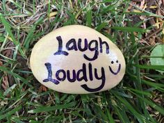Laugh Loudly. Hand painted rock by Caroline. The Kindness Rocks Project Pebble Painting, Pebble Art, Stone Painting, Diy Painting, Painting Canvas, Rock Sayings, Rock Quotes, Pierre Decorative, Decorative Rocks