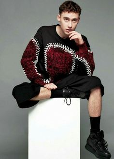 Olly Alexander - Singer, songwriter and actor. He is the lead singer of the band Years & Years. Young Fashion, Boy Fashion, Mens Fashion, Transgender, Hogwarts, Olly Alexander, Alexander The Great, Sabrina Carpenter, Our Lady