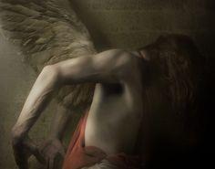 Η κάθε ζωντανή ψυχή, η κάθε τοποθεσία, ο κάθε οργανισμός και το κάθε έθνος έχουν τον φύλακα άγγελο τους. Οι άγγελοι δρουν ως απεσταλμένοι του Θεού